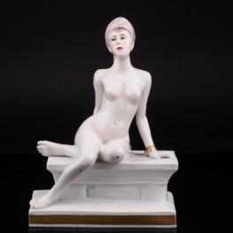 Фарфоровая статуэтка девушки Одалиска, обнаженная в оковах, Volkstedt, Германия, до 1935 г.
