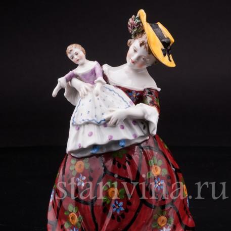 Фарфоровая статуэтка Девочка с куклой, Ackermann & Fritze, Германия, перв. пол. 20 в.