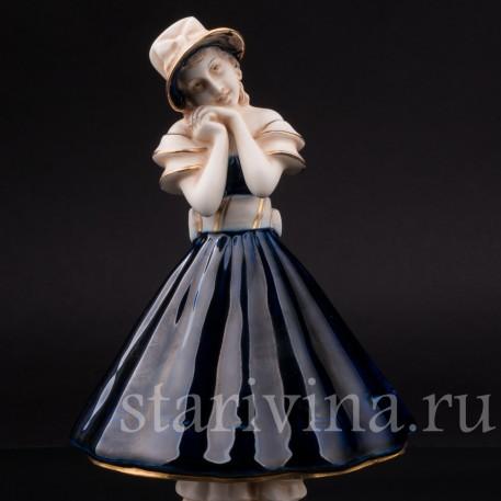 Статуэтка Мечты, девушка в капоре, Royal Dux, Чехия, 1900 гг.